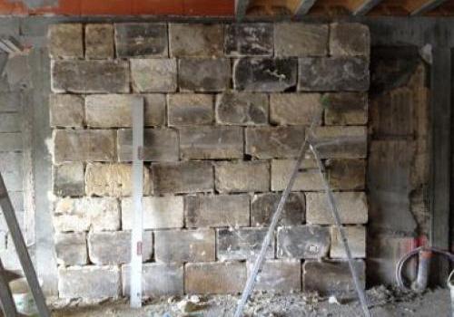 Pose de pierres massives